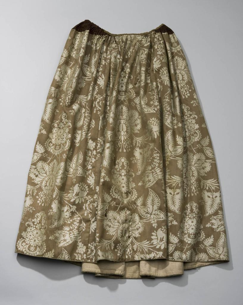 Skirt. These were also made out of different colored and patterned fabrics. This is a ton-sur-ton as in the image, but are also extent solid or chintz skirts.