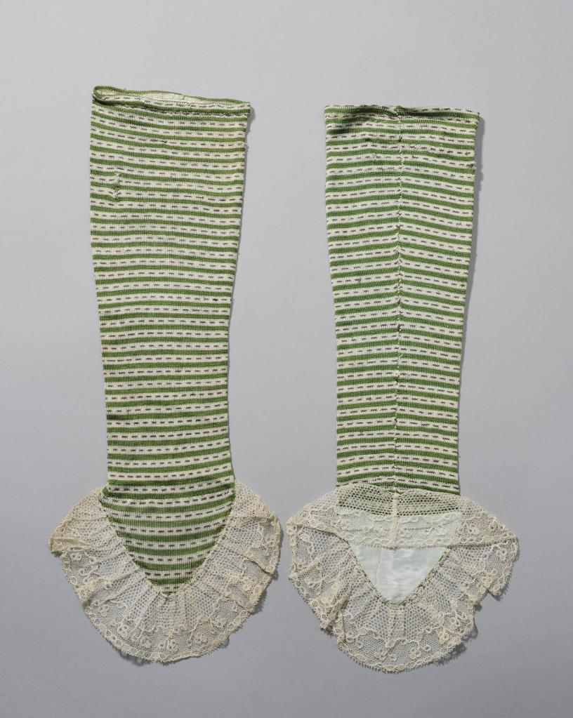 Knitted silk mittens